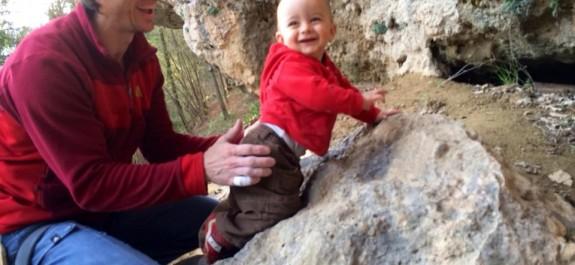 Geremia alle prese col suo primo boulder