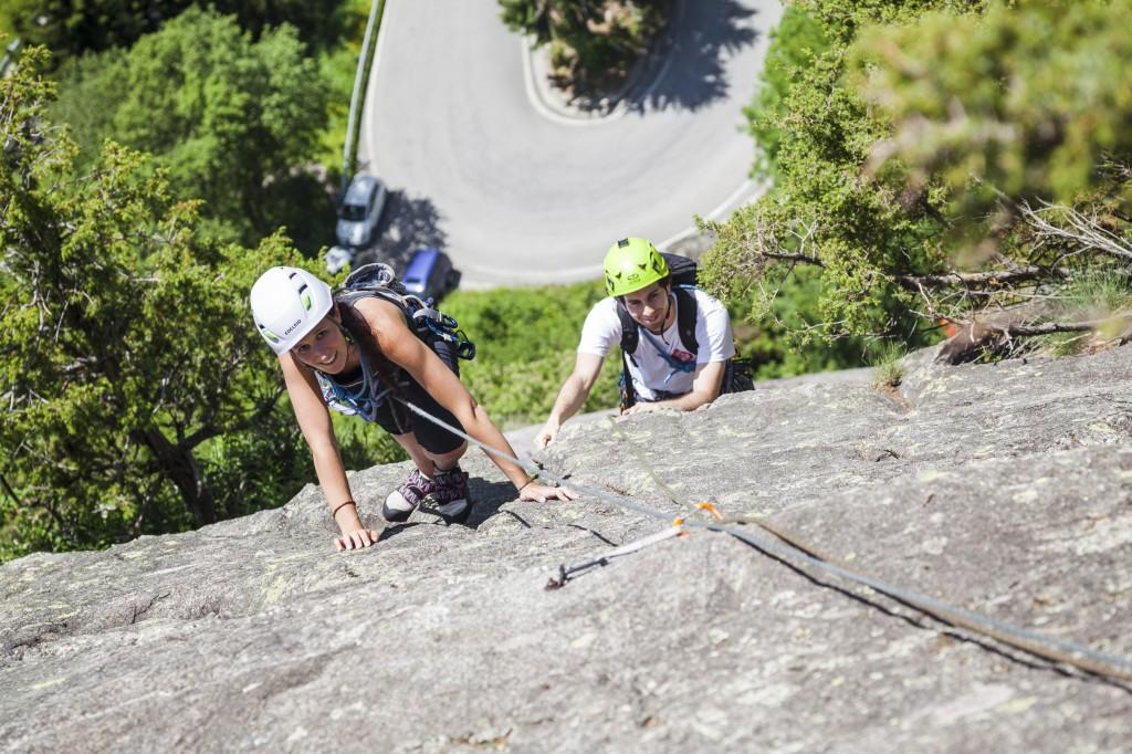 Gli allievi del Corso Ragni in arrampicata