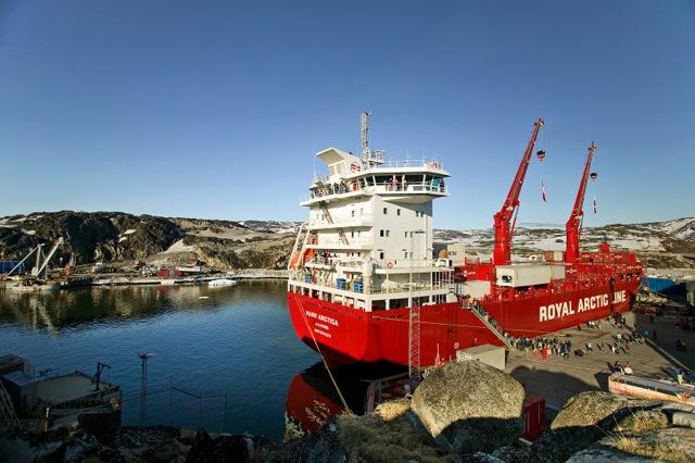 La nave che trasporterà gli alpinisti nella prima parte dell'avvicinamento