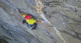 Simone Pedeferri in arrampicata al Formaggino (Val Masino)