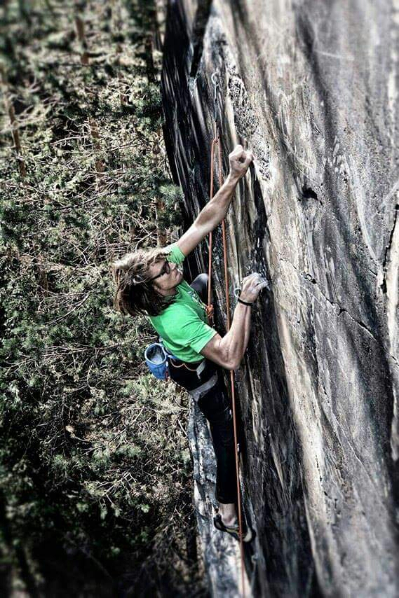 In arrampicata sulla roccia di campo franscia