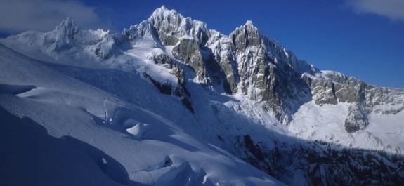 Il versante ovest del Cerro Riso Patron, in una foto scattata dalla spedizione di Casimiro Ferrari del 1988