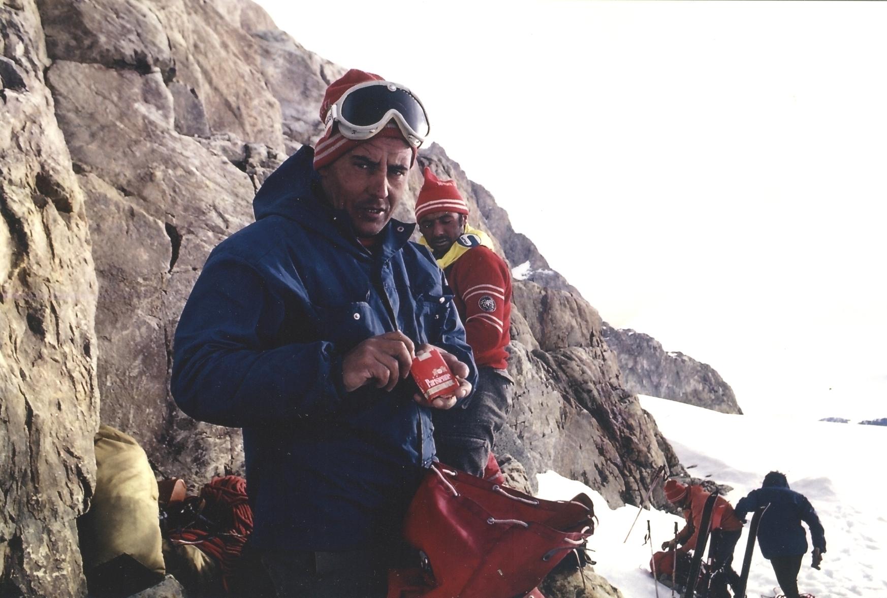 In primo piano Pier Lorenzo Acquistapace durate il tentativo al Cerro Torre del 1970. Dietro di lui Casimiro Ferrari che quattro anni più tardi guiderà i Ragni fino alla cima