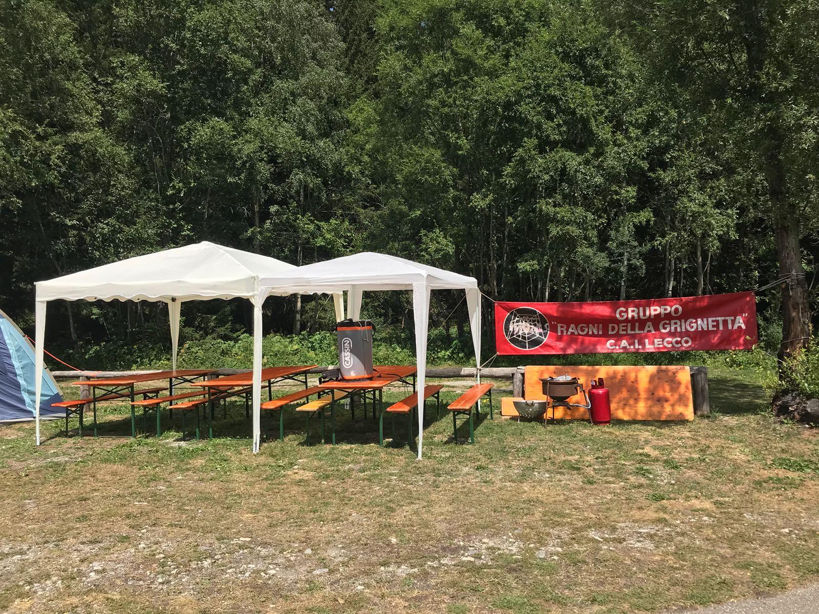 """Lo striscione dei Ragni al campeggio """"La Sorgente"""" in Val Veny"""