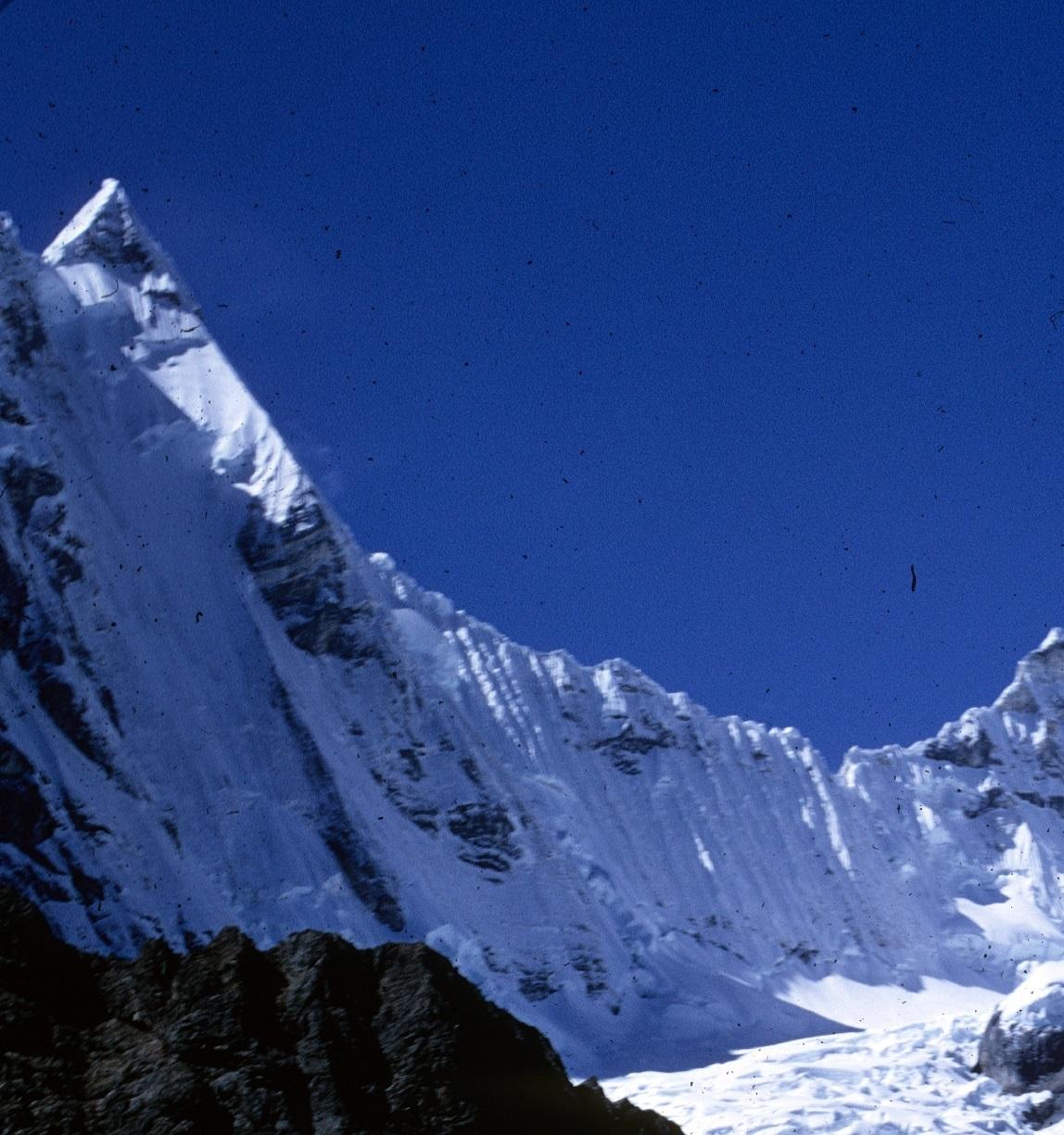 """La parete ovest del jirishanca, il """"Becco del Colibrì"""" delle Ande"""