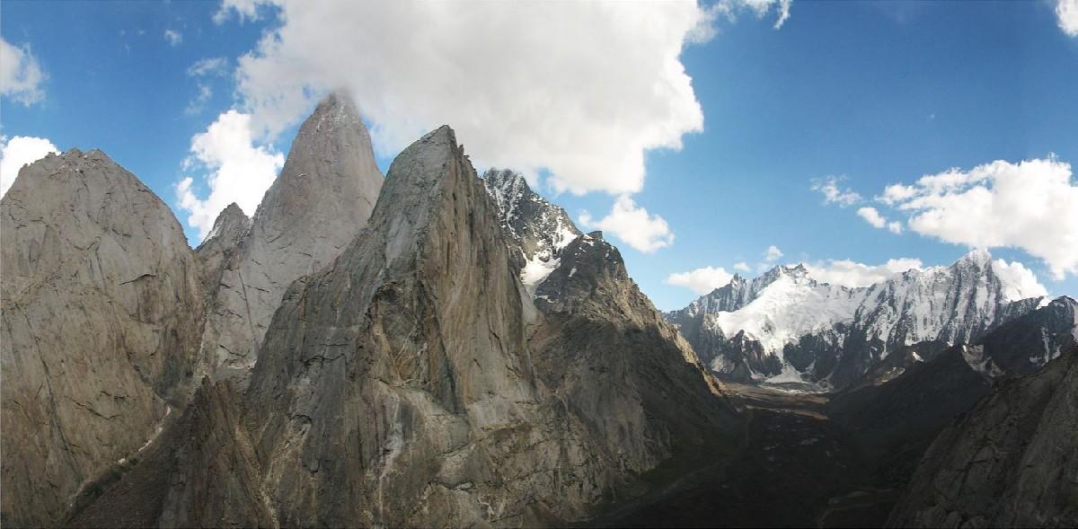 Le pareti dell'Ak-su Valley