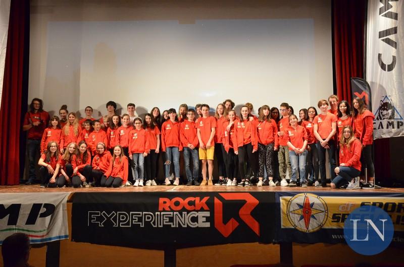 La squadra agonistica dei Ragni sul palco durante la Serata in Maglione Rosso 2019 (Ph courtesy LeccoNotizie.com)