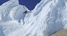 Luca Schiera verso la vetta della Torre Egger