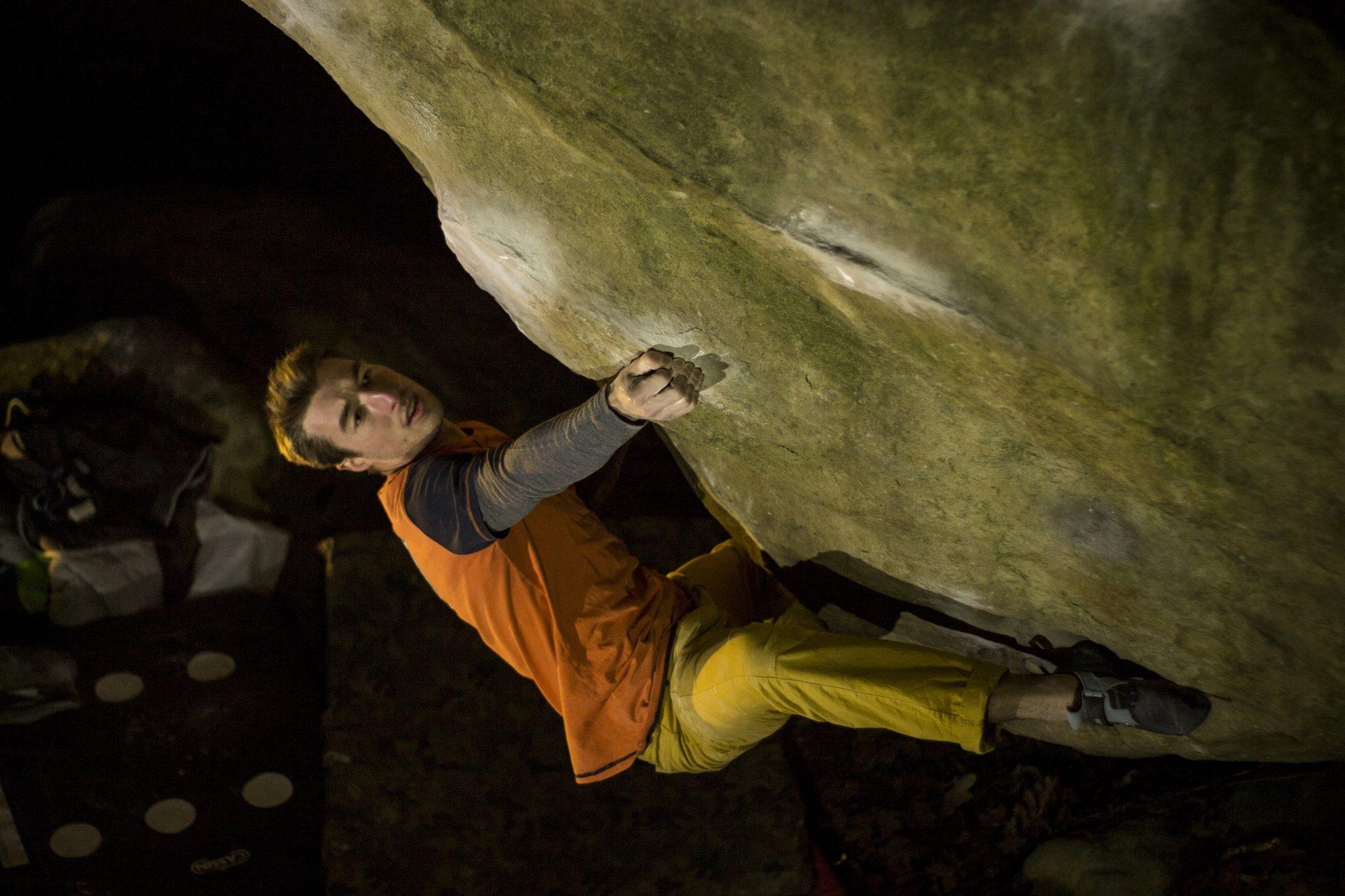 Simone Tentorri su Gecko assis 8B+ Fontainebleau