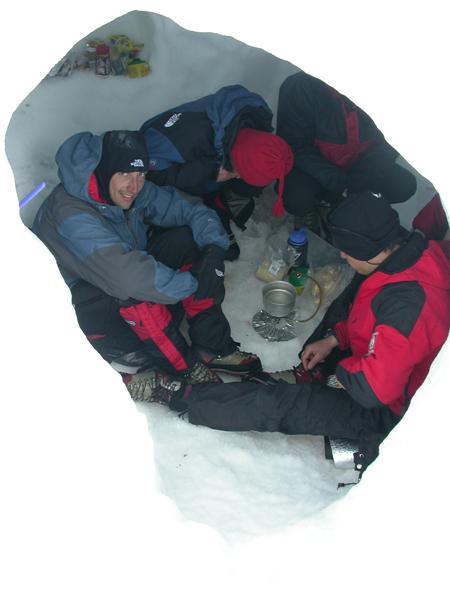 Tempo pessimo e vita sociale in truna durante la spedizione del 2003